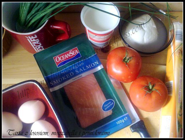 tarta z łososiem, mozzarella i pomidorami
