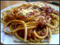 Bucatini z pomidorami i oliwkami