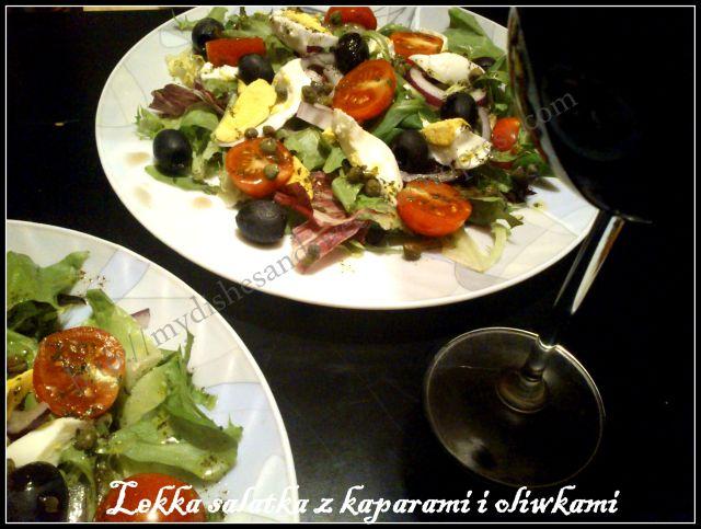 Lekka salatka z kaparami i oliwkami