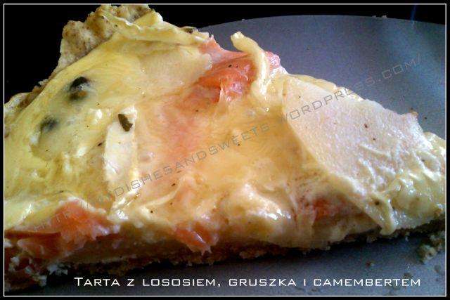 tarta z łososiem, gruszką i camembertem
