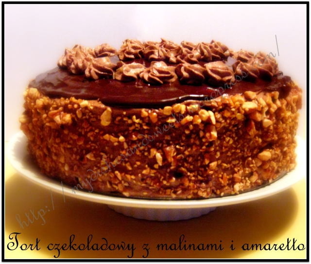 Tort czekoladowy z malinami i amaretto