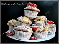 Muffinki z porzeczką i kruszonką