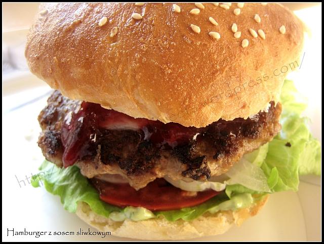 Hamburger z sosem śliwkowym