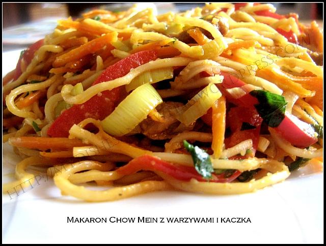 Makaron Chow Mein z warzywami i kaczką