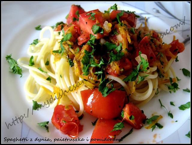 Spaghetti z dynią, pietruszką i pomidorami