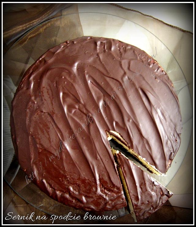 Sernik na spodzie brownie