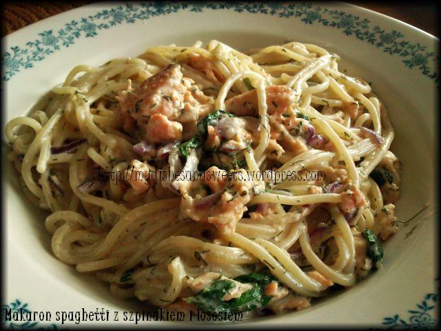 makaron spaghetti z łososiem i szpinakiem