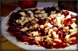 Carpaccio z pieczonego buraka z serem feta i sosem pomarańczowym