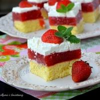 Ciasto z truskawkami i śmietaną