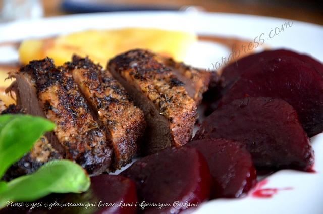 Piersi z gęsi z glazurowanymi buraczkami i dyniowymi kluskami