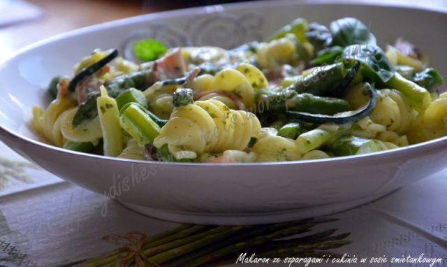 Makaron ze szparagami i cukinią w sosie śmietankowym